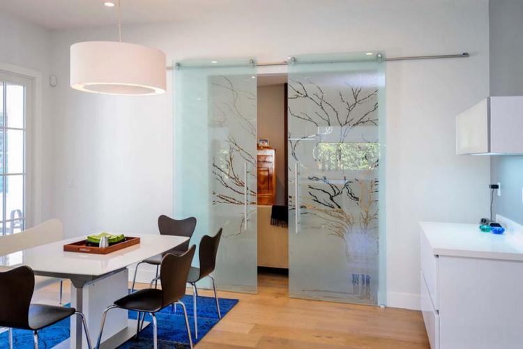 Стъклени врати за приветлив и шик интериор